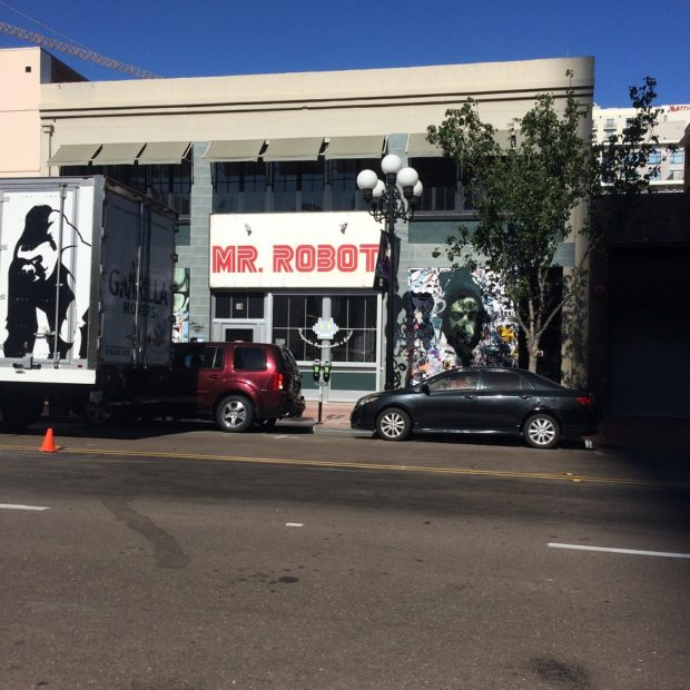 SDCC-mr-robot-storefront