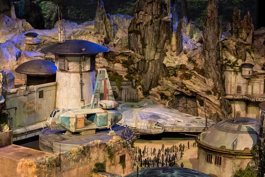 Star-Wars-Land-Model-1