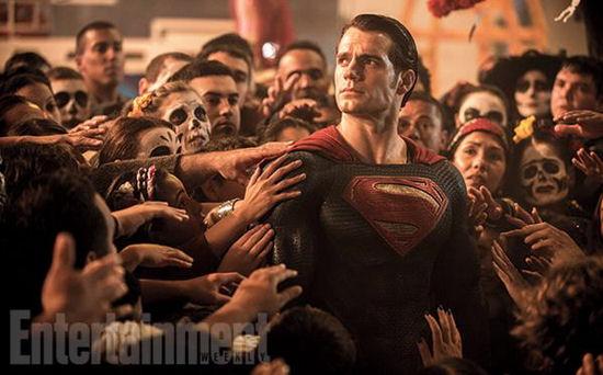 ew-superman-crowd